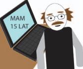 """Starszy mężczyzna siedzący przed komputerem. Na ekranie laptopa słowa """"Mam 15 lat"""""""