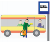 Osoba idzie do autobusu z biletem w ręce.