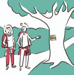 Dwie osoby wskazują na symbol żółtego szlaku namalowany na drzewie. Żółty pas otoczony dwoma białymi poziomymi pasami.