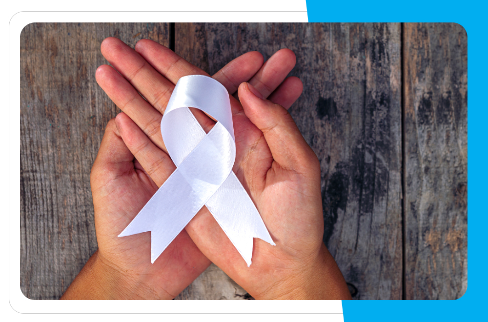 biała wstążka symbol walki z przemocą