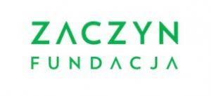 """Logo Fundacji Zaczyn. Wyrazy """"Zaczyn Fundacja"""" napisane zielonym tuszem."""