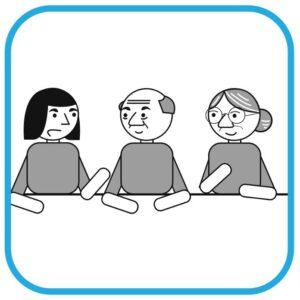 Trzy osoby rozmawiają: od lewej kobieta z niepełnosprawnością intelektualną, bezdomny mężczyzna, seniorka.