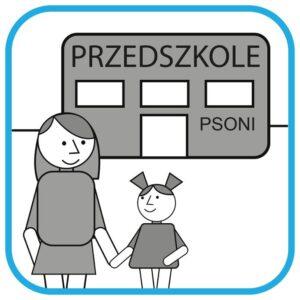 """Na pierwszym planie jest mama z córką. W tle widać budynek z napisem """"Przedszkole PSONI""""."""
